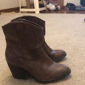 Cow girl boots size 6.5 by madden girl
